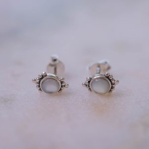 Earstud Lilly-925-Sterling-Silver-Overview-pearl-Laura-Design.jpg