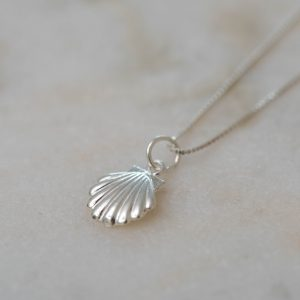 Necklace-Marisco-925-Sterling-Silver-Close-up-Laura-Design