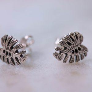 Earstud-Black-Leaf-925-Sterling -Silver-Closeup-Laura-Design