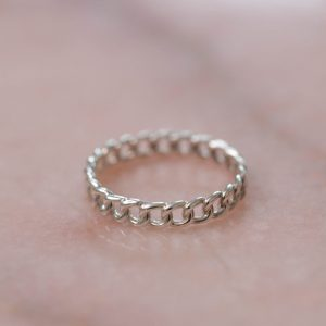 Ring-Chain-Elegant-925-Sterling-Silver-Close-up-Laura-Design