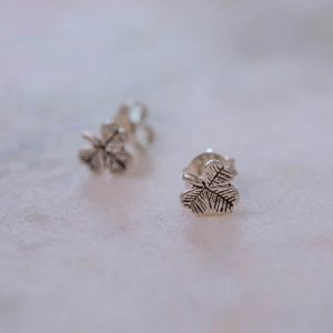 Earstud -three- leaf- clover-925-Sterling-silver-Close-Up-Laura-Design